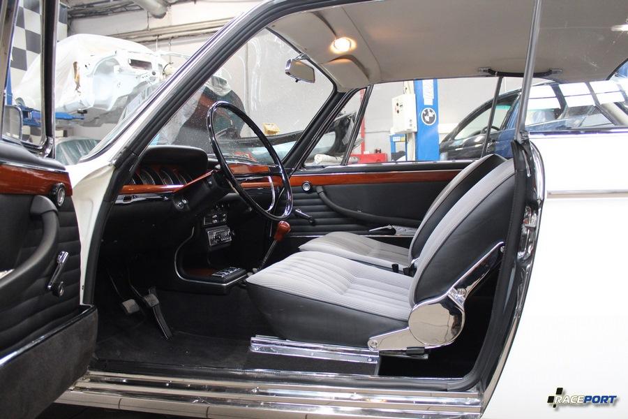 BMW 2000CS in Raceport
