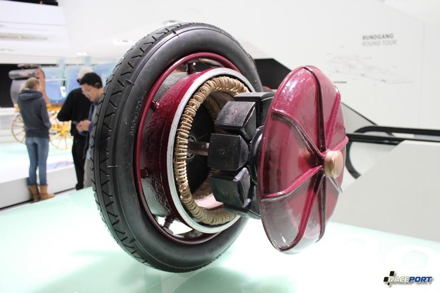 Электро двигатель разработка 1900 г. Ф. Порше