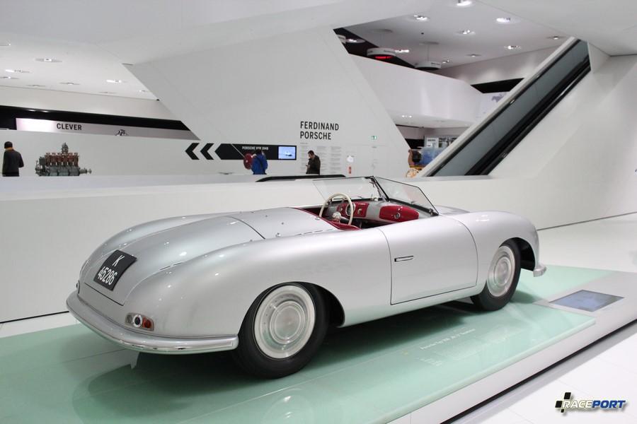 """Porsche Typ 356 """"Nr.1"""" Roadster 1948 г.в. Оппозитный 4х цил. двигатель 1131 куб см, 35 л. с., 135 км/ч"""