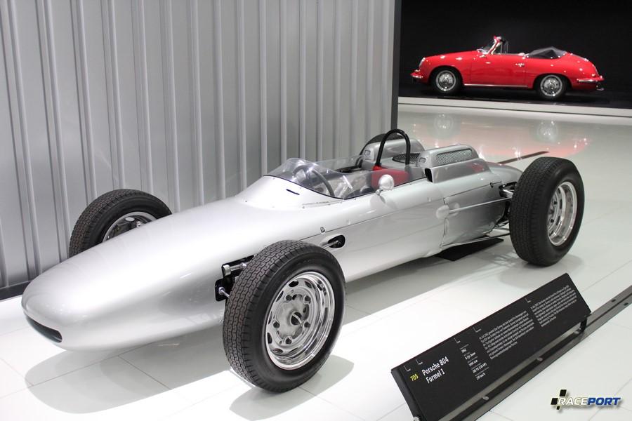 Porsche 804 Formula 1 1962 г.в. Двигатель оппозитный 8 цил., объем 1494 куб см, мощность 185 л. с., макс. скорость 270 км/ч