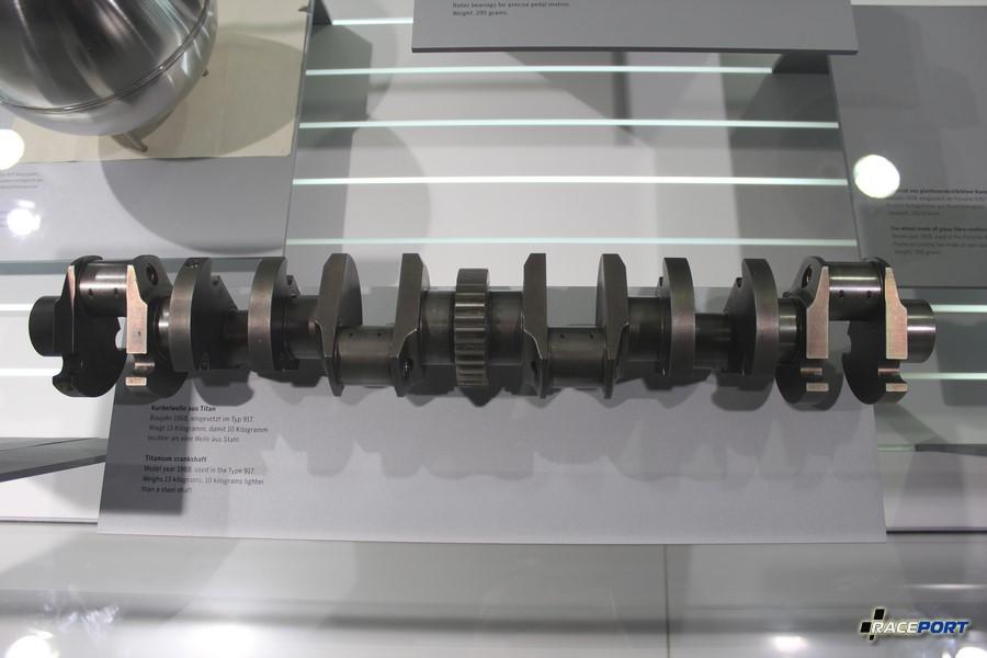 Коленчатый вал из титана от Porsche Typ 917. Вес 13 кг, он легче стального аналога на 10 кг.