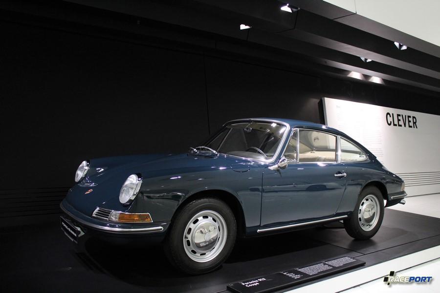 Porsche 912 Coupe 1967. Двигатель оппозитный 4 цил., объем 160 куб см, мощность 90 л. с., макс. скорость 185 км/ч