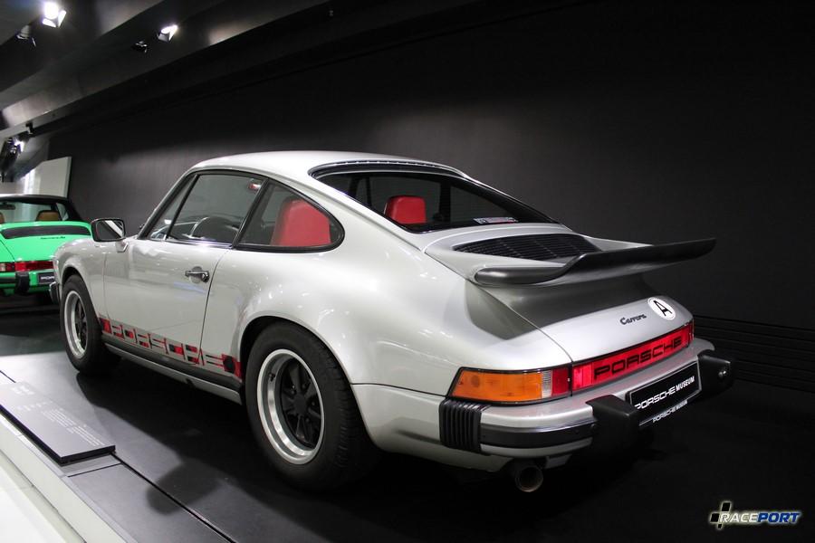Porsche 911 Turbo Nr.1 1974 г. в. Двигатель оппозитный 6 цил., объем 2687 куб см, мощность 240 л. с., макс. скорость 250 км/ч