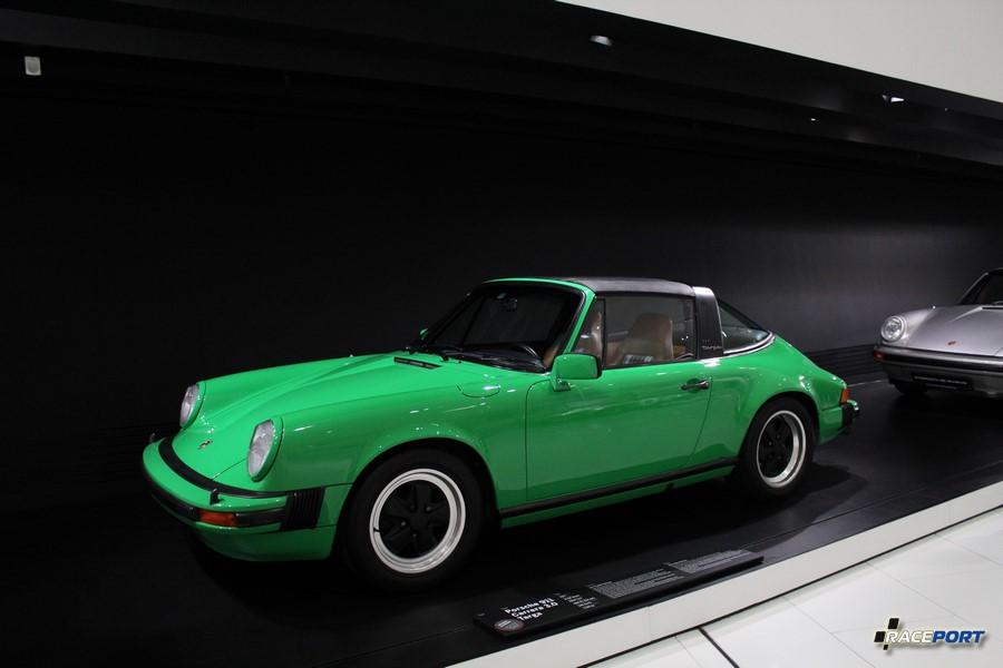 Porsche 911 Carrera 3.0 Targa 1977 г. в. Двигатель оппозитный 6 цил., объем 2994 куб см, мощность 200 л. с., макс. скорость 240 км/ч, вес 1120 кг