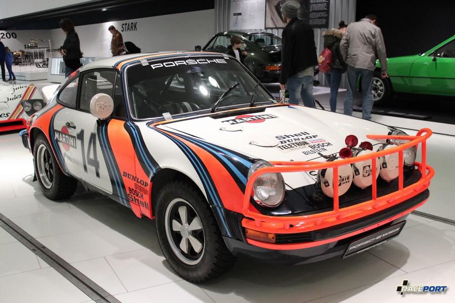 Porsche 911 SC Safari 1978 г. в. Двигатель оппозитный 6 цил., объем 2994 куб см, мощность 250 л. с., макс. скорость 210 км/ч. Раллийный вариант 911го. Кстати этот автомобиль привозили в Москву.