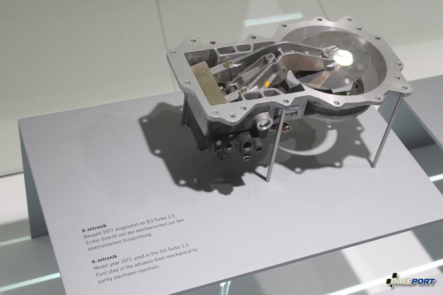 """K Jetronik кто ремонтирует автомобили более 20 лет помнит эту дорогую и часто выходящую из строя деталь, так называемую """"лопату"""". :) Кстати часто проблемы были не из-за нее, хотя мотористы не опытные с умным видом часто констатировали ее смерть. :)"""