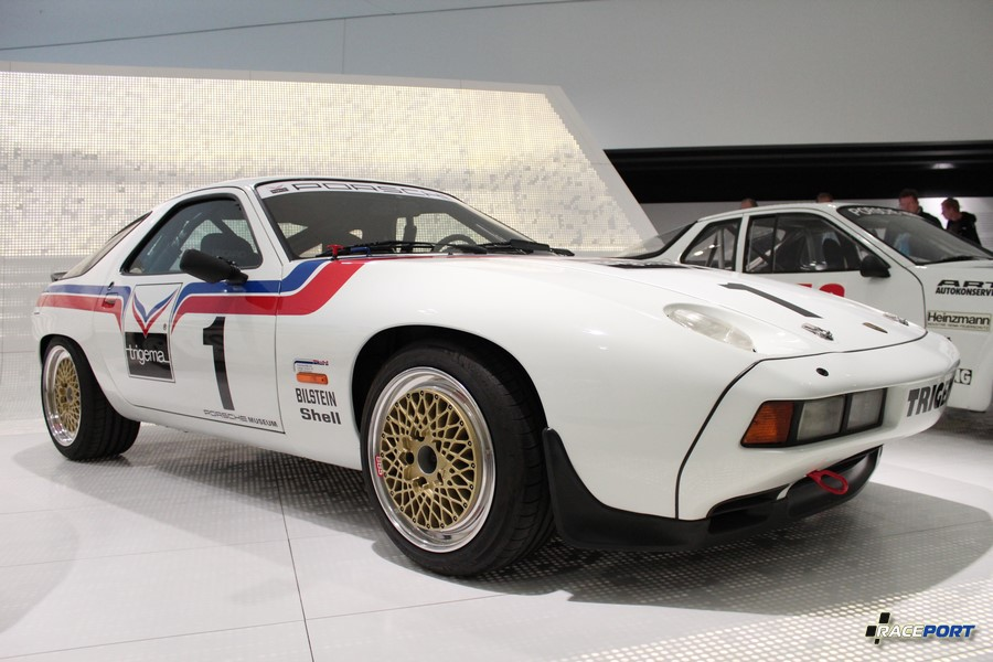 Porsche 928 S Trigema 1982 г. в. Двигатель V8 цил., объем 4608 куб см, мощность 340 л. с., макс. скорость 270 км/ч