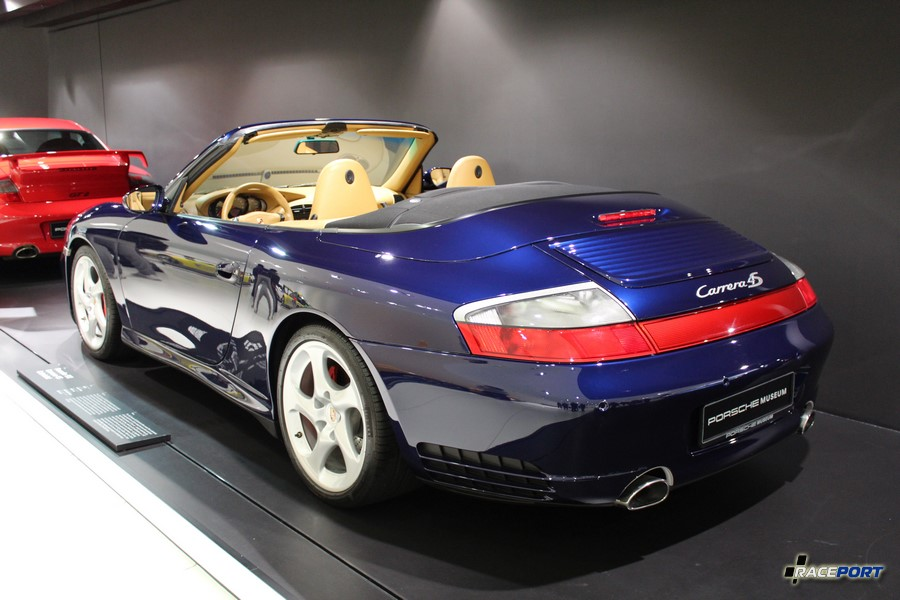 Porsche 911 Carrera 4S Cabriolet 2003 г. в. Двигатель оппозитный 6 цил., объем 3596 куб см, мощность 320 л. с., макс. скорость 280 км/ч