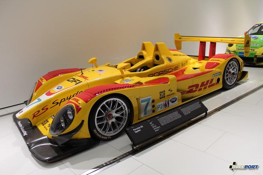 Porsche RS Spyder 2008 г. в. Двигатель V8 цил., объем 3397 куб см, мощность 503 л. с., макс. скорость 290 км/ч