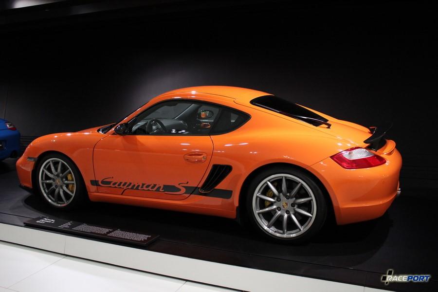 Также лимитированная версия Porsche Cayman S 987 подробно представлена в нашей галерее.