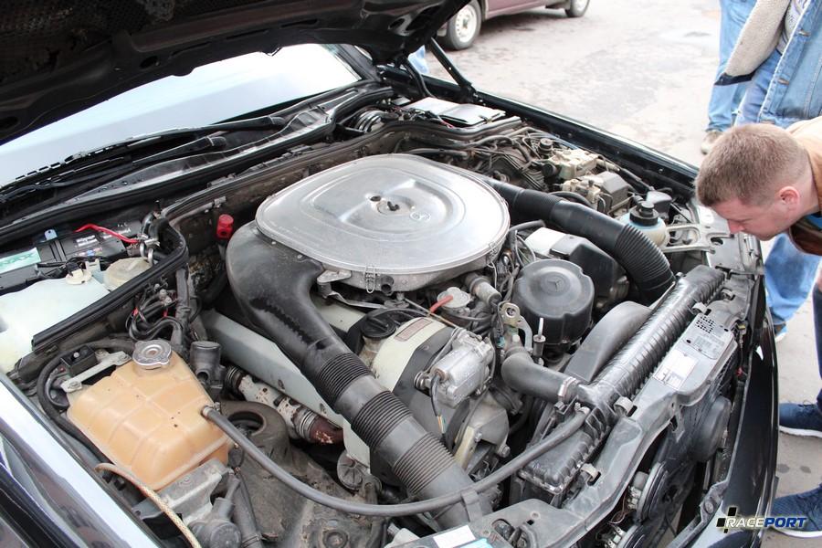 Двигатель от W126 с widebody так и не понял, что это за расширение было к сожалению не удалось сфтографировать машину целиком