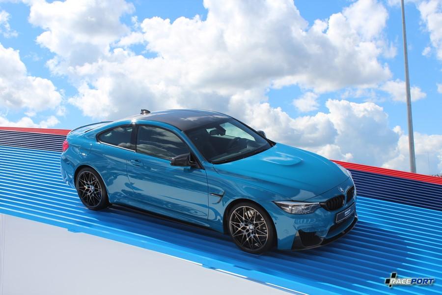 Стенд компании BMW как всегда был далек от конкурентов, как дизайном, так и размерами.