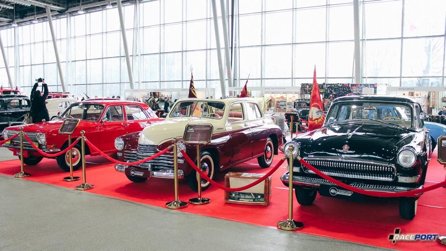 Посередине ГАЗ-М20 «Победа»–кабриолет 1952 г. в. Выпущено аж 14 200 автомобиля, где же они? :)