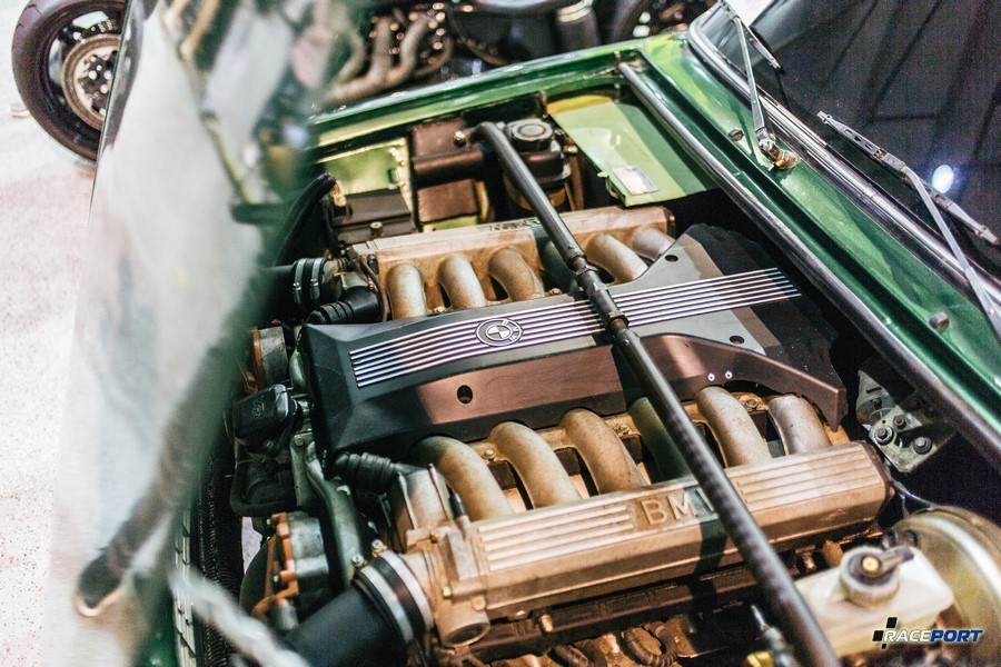 ВАЗ 2101 со свапнутым двигателем V12 от BMW