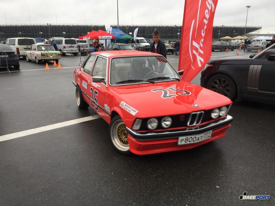 BMW E21 выступающая в классе тай матак
