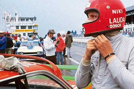 Ники Лауда перед стартом на знаменитой купе BMW E9