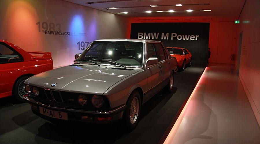 BMW M5 E28 в музее BMW, в зале посвященном M Power