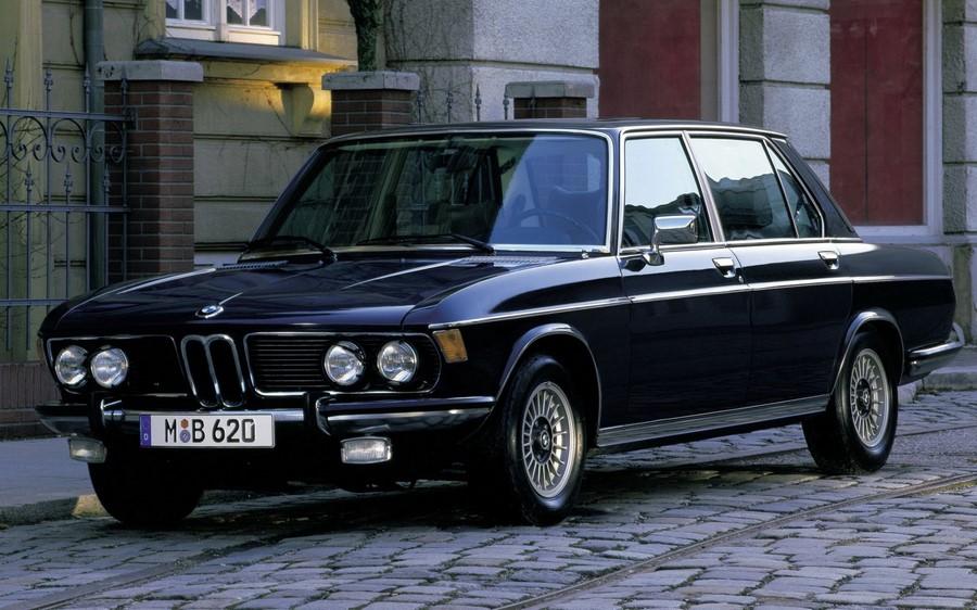 Модель BMW E3 очень похоже на BMW E9, но с четырьмя дверями. Е3 тоже в этом году 50 лет.