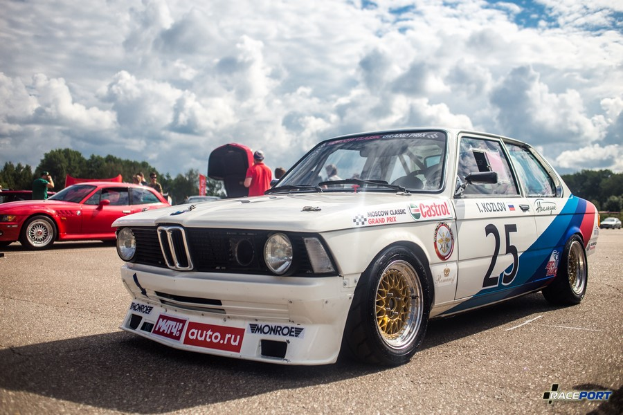 BMW E21 из кольцевого чемпионата классических автомобилей MCGP