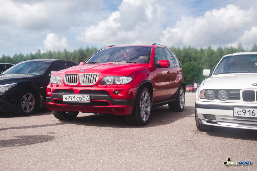 Хорошо выглядящий BMW X5 в кузове E53 уже редкость и несомненно радует глаз, кстати 53их было на фестивале не мало