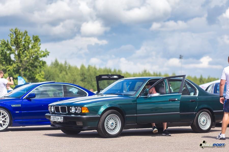 У этой BMW E32 пробег около 40 тыс км, отличная машина, все аккуратно