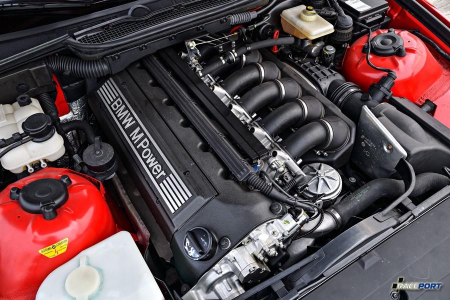 Двигатель S50B32 от рестайлинговой версии, а внешние признаки экстерьера все от дорестайлинга