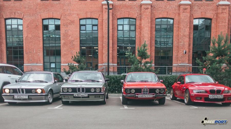Слева две BMW 7 серии в кузове E23, правее E9 и далее BMW Z3 Coupe E36/8