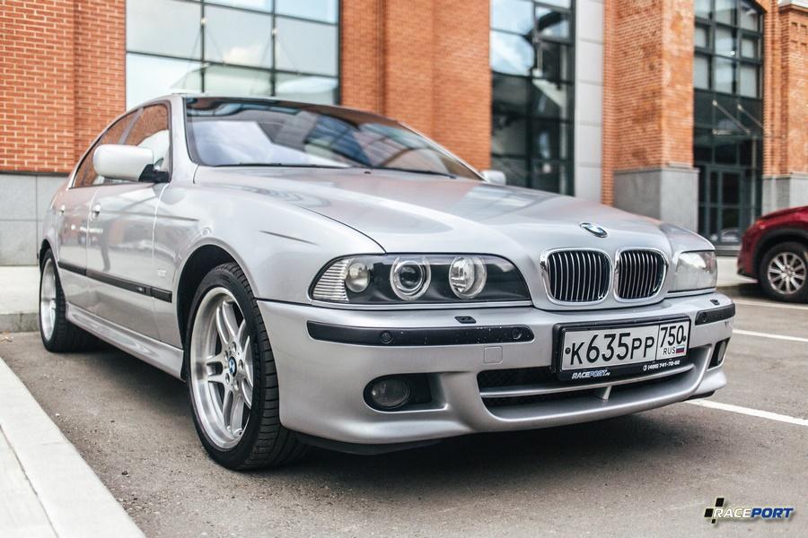 BMW 5 серии E39 совсем недавно попал в группу классика. Автомобиль обслуживается в компании Raceport