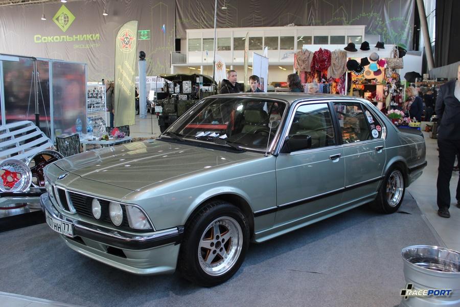Единственная, к сожалению, BMW на экспозиции. 7 серия в кузове E23