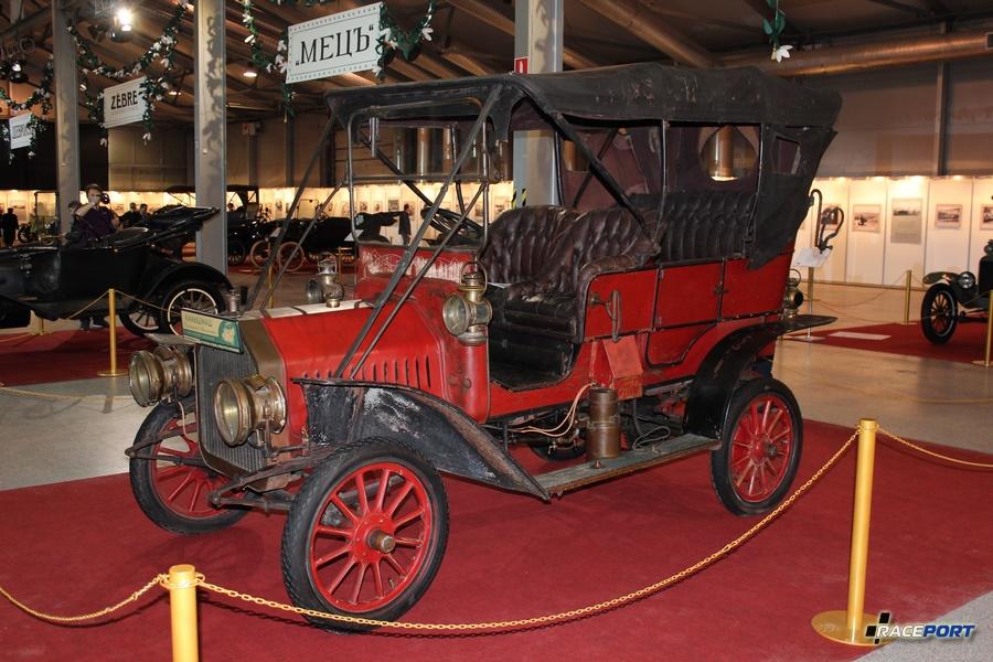 Buick Model F, США 1908 г. мощность 22 л.с., объем 2,6 л. Модель производилась с 1906-1910 г. за это время было выпущено 3465 автомобилей. В 1908 год цена составляла 1250$