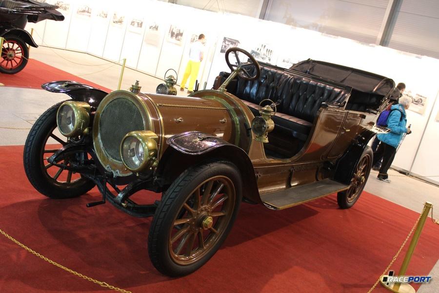 Studebaker Model 25, США 1912 г. Модель выпускалась в двух версиях 25 л.с. - стоимостью 2800 рублей и 35 л.с. стоимостью 3800 рублей на период 1912 г. в России