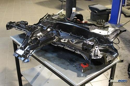 Оригинальный элемент пола на BMW M3 E46 перед установкой.