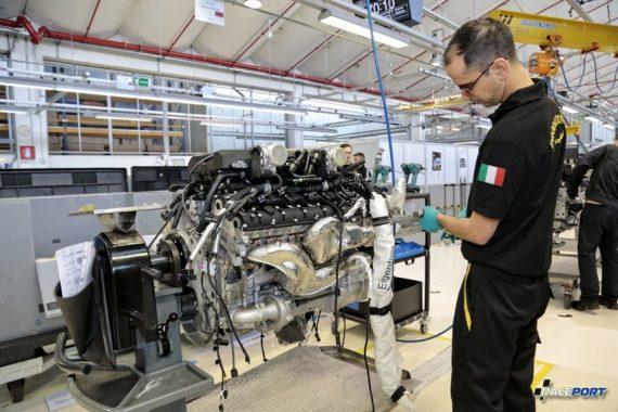 Как собирают двигатели V12 Lamborghini