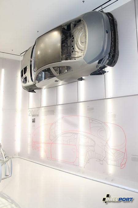 На этом стенде показаны кузовные материалы из которых собрана BMW M6 в кузове E63.