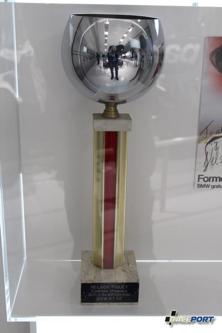 Памятная награда 1983 года.