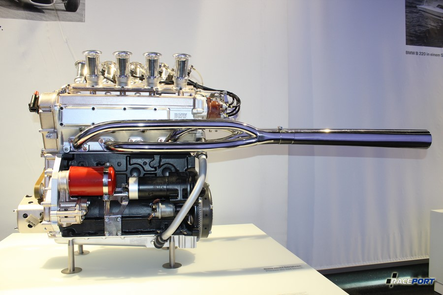 Еще один двигатель от младшей формулы с маркировкой BMW M10. (formula Lola 1967)