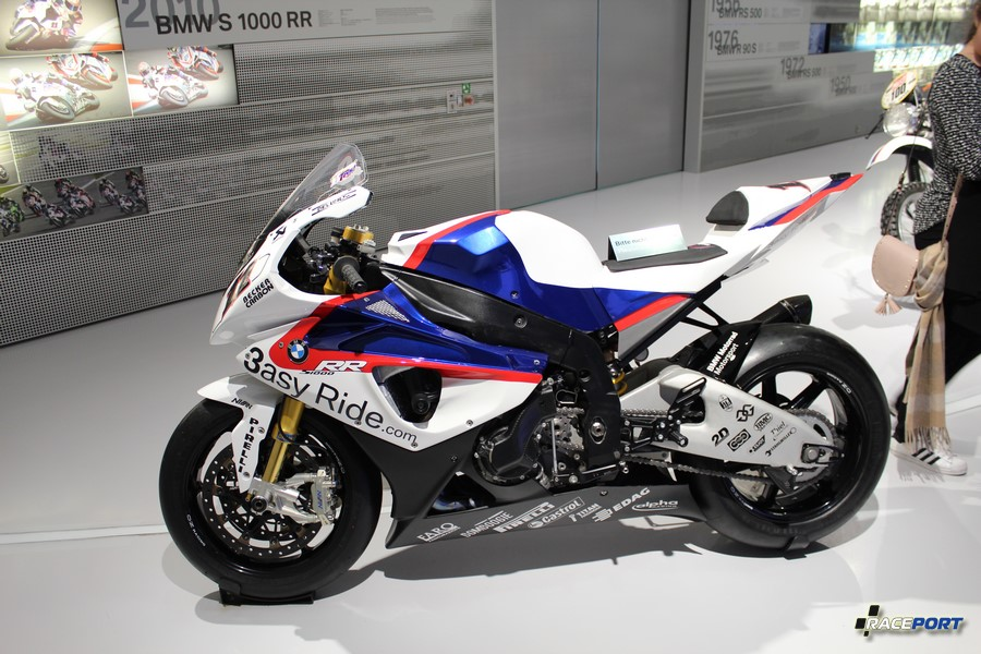 Мотоцикл BMW RR модель произвела фурор в мотостроении.