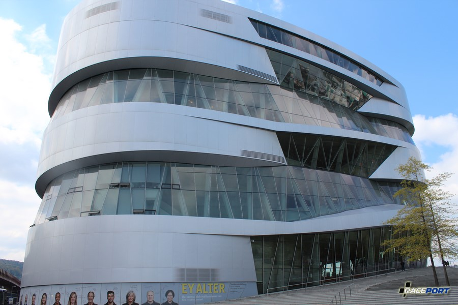 Музей Мерседес самый современный и крупный из посещаемой нами четверки.