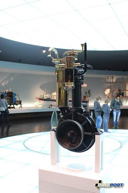 Первый двигатель Benz
