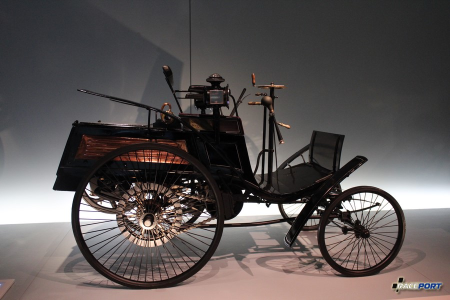 1894 Benz motor-Velociped. 1,5 л.с. 1045 куб см. 20 км/ч