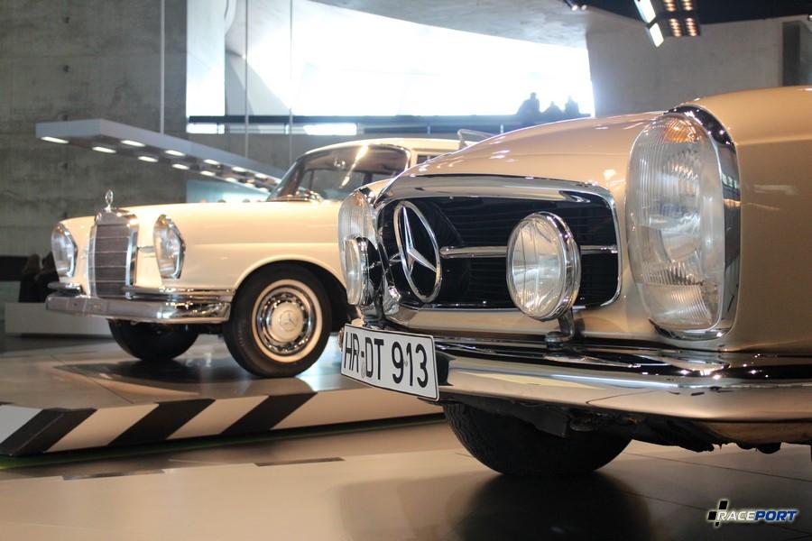 На переднем плане MB 230 SL 1964 г.в. С 1963 по 1967 года выпущено 19831 экземпляр. На заднем плане 220 S тоже 1964 года. (161119 экзем.)