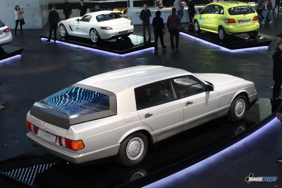 1981 модель Auto 2000. У 2000 модели дизельный двигатель 150 л. с. развивающий скорость 150 км/ч Информационная табличка у автомобиля гласит что запас хода у этой машины 860 км. Аэродинамический коэффициент 0,28Cd