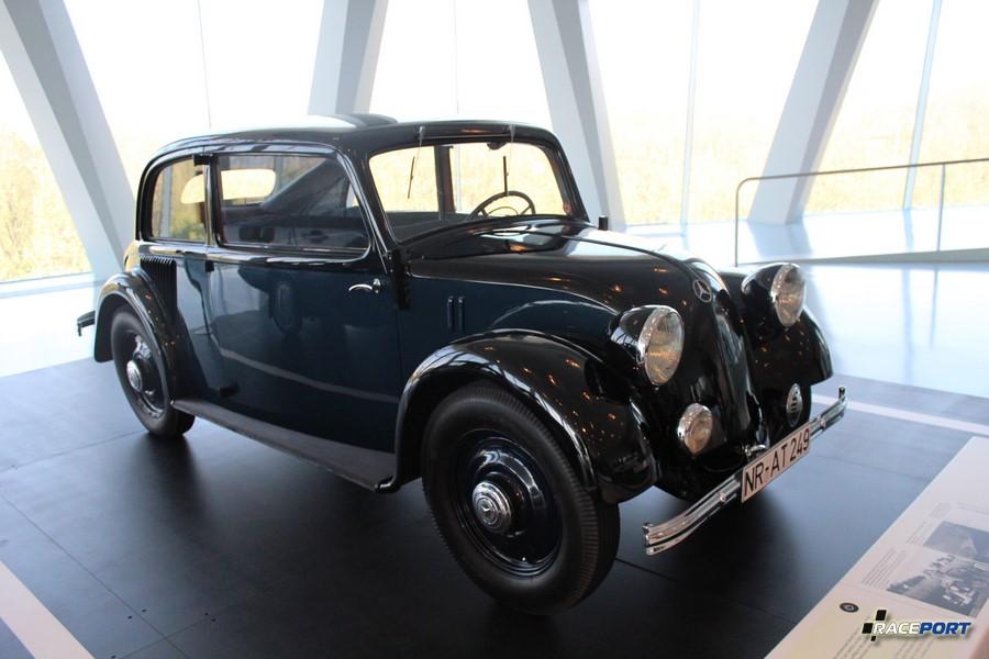 1930 Mercedes-Benz 130. С задним расположением двигателя. Выпущено 4298 экземпляра.