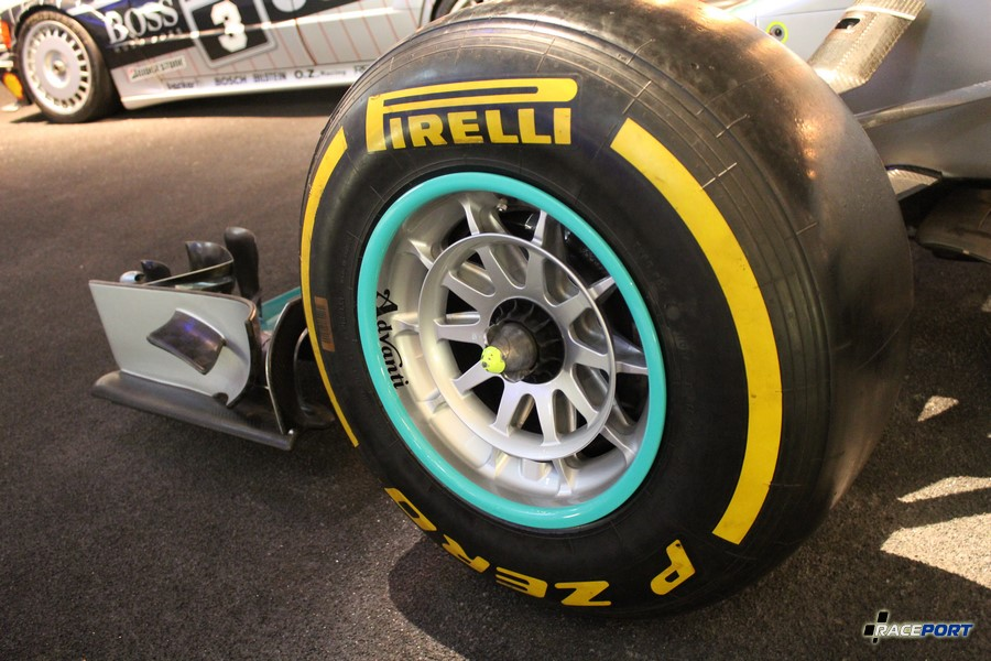 2014 Mercedes F1 W05 Hybrid. V6 1600 куб см, 850 л. с. при 15000 об/мин, максимальная скорость 360 км/ч
