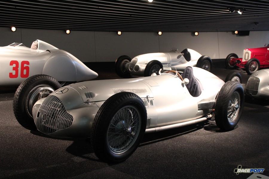 1938 Mercedes Benz 3-1 Rennwagen W154. V12 2962 куб см, 453 л. с. при 8000 об/мин, максимальная скорость 285 км/ч