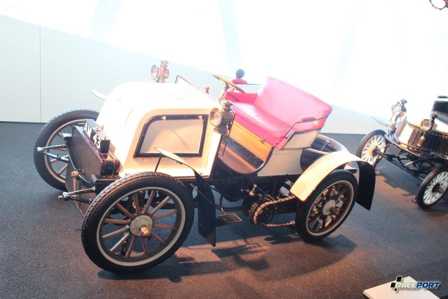 """1900 Daimler """"Phonix"""" 23 PS Rennwagen. 4 цил. 5507 куб см, 27 л. с. при 900 об/мин, максимальная скорость 80 км/ч"""