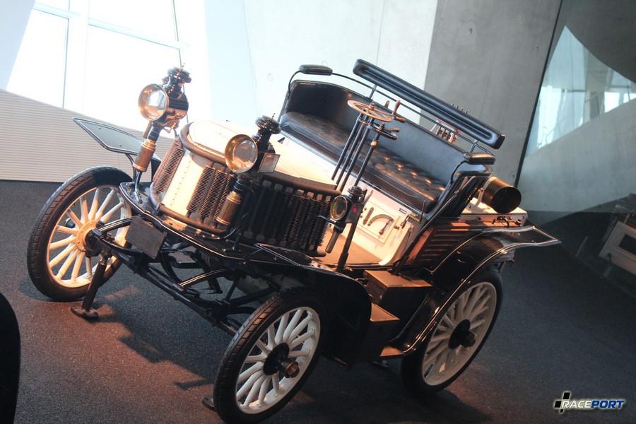 1900 Benz 14 PS Rennwagen. 2 цил. 2714 куб см, 14 л. с. при 1000 об/мин, максимальная скорость 65 км/ч