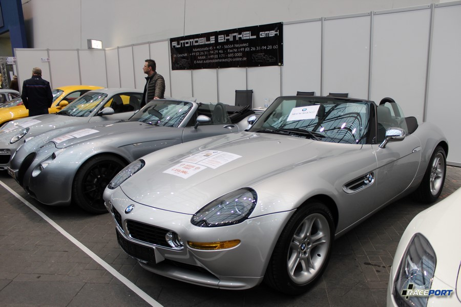 BMW E52 Z8 Roadster 350 000 Euro на заднем плане Wiesmann также с двигателем BMW