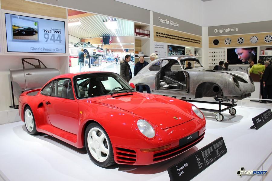 Порше 959 на стенде Porsche Classic
