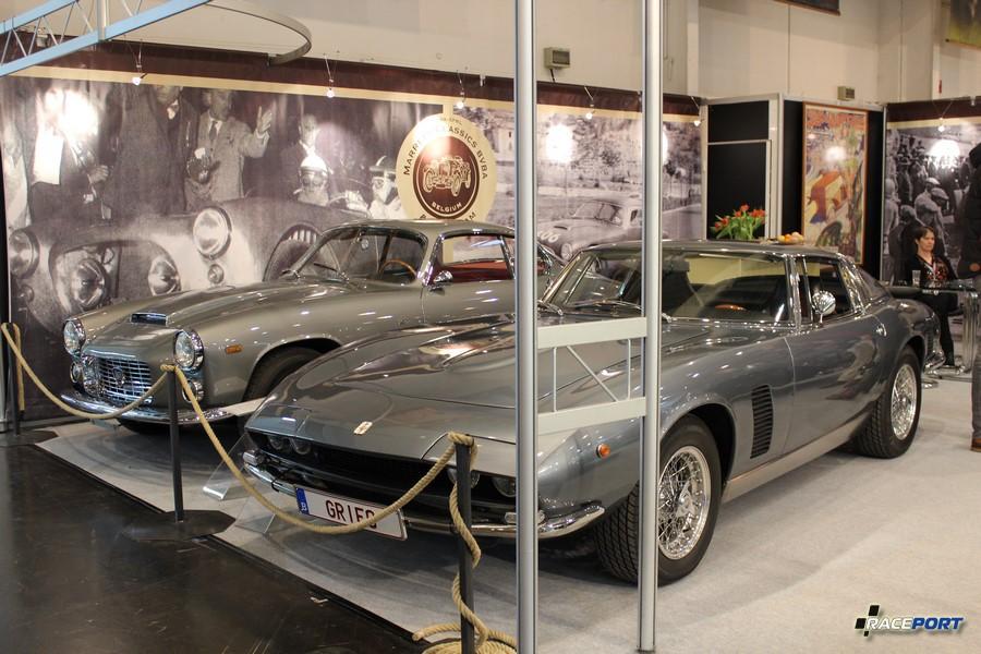 На заднем плане Lancia Flaminia Sport Zagato Series 2 - 3C 2.5 1961 г. в. 445 000 Euro, на переднем Iso Grifo Series II 1973 г. в. 555 000 Euro